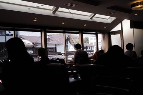 駅が見えるコーヒー屋で
